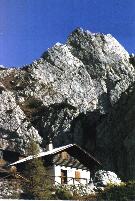 Bivacco G. Spagnolli Cialdi Alto CAI Vigo, inaugurato nel 1985